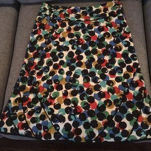 Knee length dot print skirt - size 2